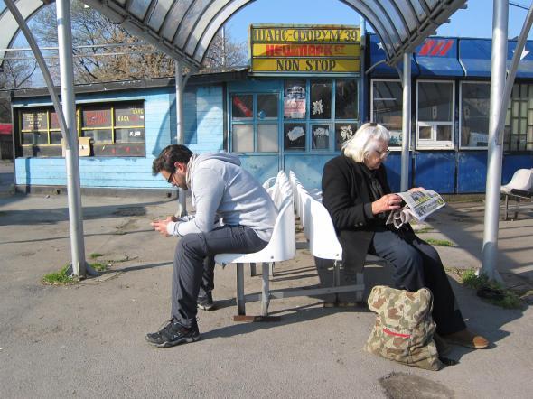 en attendant le bus...